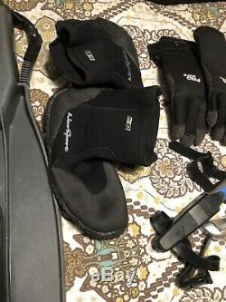 Men's Scuba Diving Gear (Wet Suit Size M 5mm Insulated) (Fins Size Large) Used