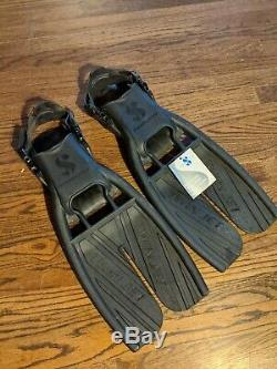 Scubapro fins and mask, Aqualung snorkel and gloves, and Deep See diving boots